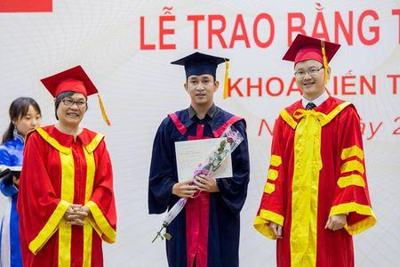Truong DH Phuong Dong: SV duoc tuyen dung ngay khi tot nghiep - Anh 1