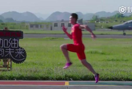 Van dong vien Trung Quoc danh bai tiem kich khi chay dua 100 m - Anh 1