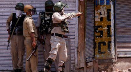 4 linh Pakistan chet duoi vi xe trung phao An Do - Anh 1