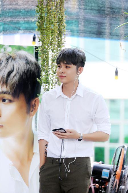 Jun Pham ke ve bi mat nu hon danh cho Thanh Duy trong 'Co gai den tu hom qua' - Anh 7