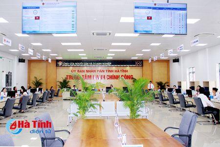 Chi giao dich thu tuc hanh chinh tai Trung tam Hanh chinh cong tinh - Anh 1