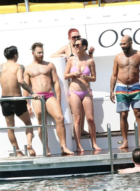 Nhung lan khoe dang nuot na nong bong cua Katy Perry voi bikini - Anh 10