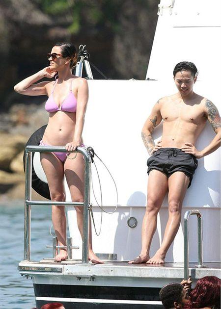 Nhung lan khoe dang nuot na nong bong cua Katy Perry voi bikini - Anh 11