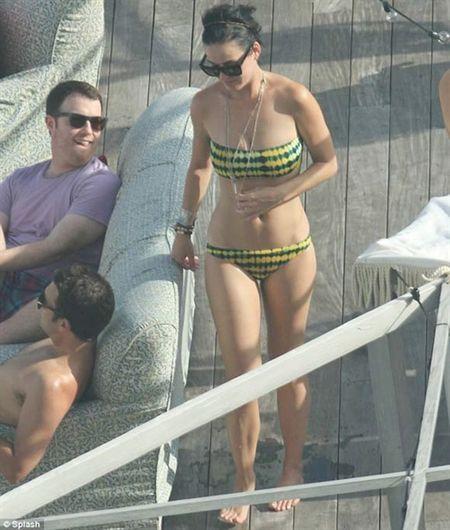 Nhung lan khoe dang nuot na nong bong cua Katy Perry voi bikini - Anh 18