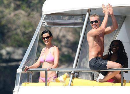 Nhung lan khoe dang nuot na nong bong cua Katy Perry voi bikini - Anh 9