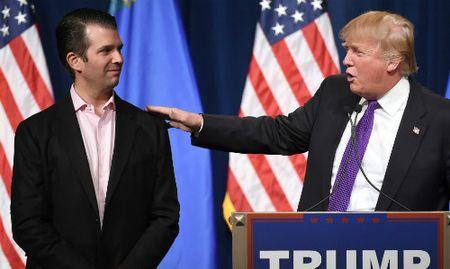 Trump benh vuc con trai ve cuoc gap voi luat su Nga - Anh 1