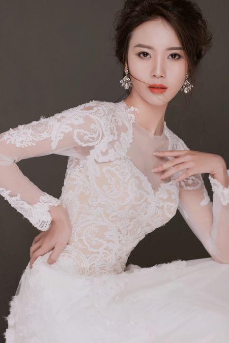 Tham gia phut chot, 'nguoi yeu Son Tung' Vu Ngoc Cham vuon len dan dau vong binh chon The Look Online 2017 - Anh 3