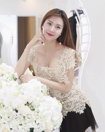 Tham gia phut chot, 'nguoi yeu Son Tung' Vu Ngoc Cham vuon len dan dau vong binh chon The Look Online 2017 - Anh 8