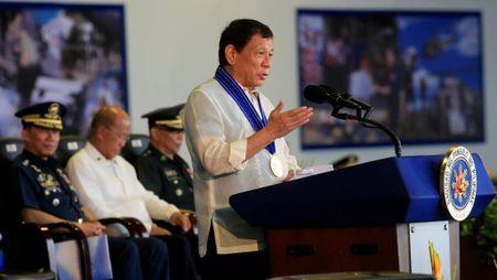 Tong thong Duterte thua nhan Philippines van phai dua vao My - Anh 1