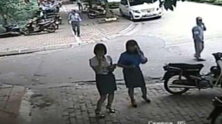 Vu xe pho chu tich quan Thanh Xuan do sai quy dinh: Can bo xin nop phat - Anh 1