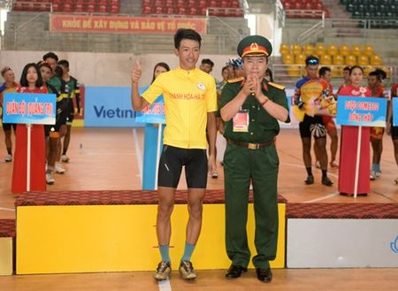 Chang 3 Cuoc dua xe dap 'Ve Truong Son-2017, Cup Bao Quan doi nhan dan': Nguyen Cuong Khang tiep tuc giu ao vang - Anh 6