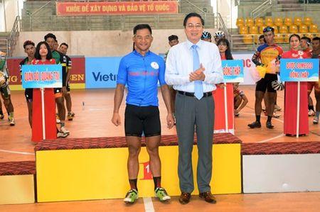 Chang 3 Cuoc dua xe dap 'Ve Truong Son-2017, Cup Bao Quan doi nhan dan': Nguyen Cuong Khang tiep tuc giu ao vang - Anh 7