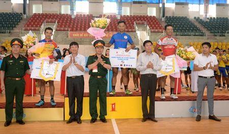 Chang 3 Cuoc dua xe dap 'Ve Truong Son-2017, Cup Bao Quan doi nhan dan': Nguyen Cuong Khang tiep tuc giu ao vang - Anh 8