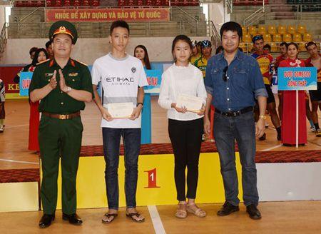 Chang 3 Cuoc dua xe dap 'Ve Truong Son-2017, Cup Bao Quan doi nhan dan': Nguyen Cuong Khang tiep tuc giu ao vang - Anh 11