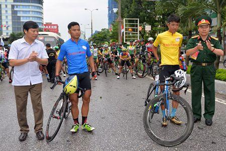 Chang 3 Cuoc dua xe dap 'Ve Truong Son-2017, Cup Bao Quan doi nhan dan': Nguyen Cuong Khang tiep tuc giu ao vang - Anh 1