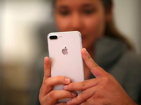 Apple, Google, Facebook dua nhau giet chet smartphone - Anh 1