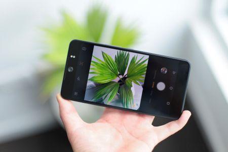 Smartphone chup selfie 16 MP gia 4,9 trieu dong tai Viet Nam - Anh 7