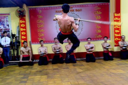 Ben trong vo duong cua Nam Huynh Dao - Anh 6