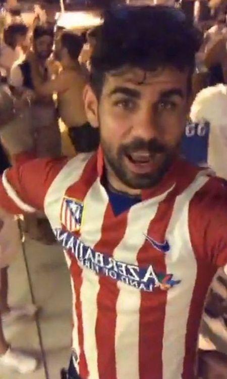 Costa mac ao Atletico quay video, muon binh luan cua Fabregas de moc may Conte - Anh 1