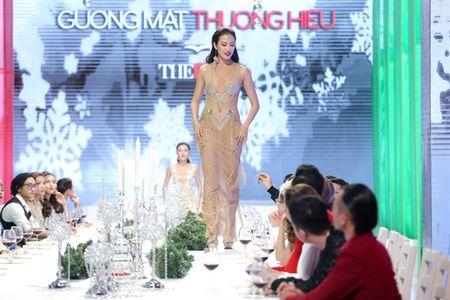 Lan Khue bat ngo giao quyen loai nguoi cho HLV Thai Lan - Anh 2