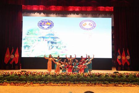 Khai mac Lien hoan Huu nghi Nhan dan Lao-Viet Nam lan thu 4 - Anh 2