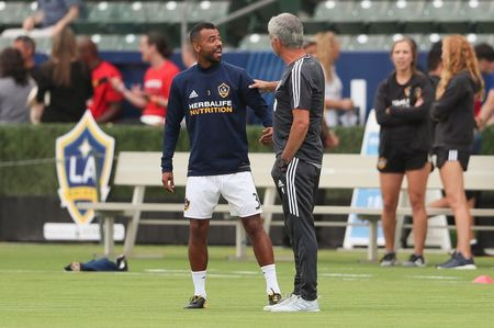 Mourinho da noi gi khi gap lai Ashley Cole? - Anh 1