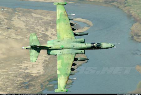 Bi an may bay cuong kich Su-25 Iran khong phu hieu - Anh 10