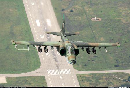 Bi an may bay cuong kich Su-25 Iran khong phu hieu - Anh 11