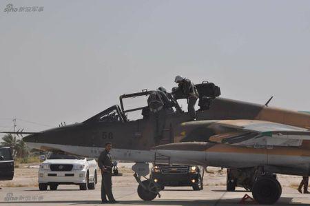 Bi an may bay cuong kich Su-25 Iran khong phu hieu - Anh 6
