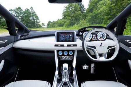 Mitsubishi sap 'trinh lang' xe 7 cho Expander gia 650 trieu - Anh 5