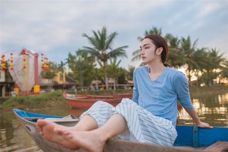 Chang trai Trung Quoc gay choang voi ve dep phi gioi tinh - Anh 9