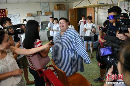 Nguoi dan ong beo nhat Trung Quoc giam than ki gan 100 kg sau su co nga khong tu day noi - Anh 4