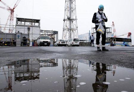 Gan 1 trieu tan chat thai phong xa tu tham hoa Fukushima co the se bi do xuong bien - Anh 1