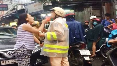 Danh tinh nu tai xe tho bao chui boi, de doa CSGT - Anh 1