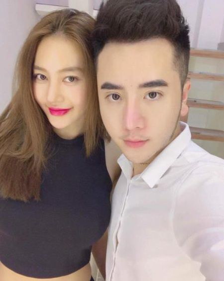 Thay vo cu Lam Vinh Hai phau thuat tham my, Linh Chi cung gay soc voi khuon mat khac la - Anh 1