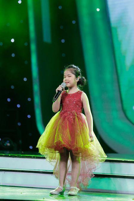 "TV Show: Thi sinh Next Top Model hat nuoc vao mat nhau, co be khiem thi ""quay"" tung san khau - Anh 8"