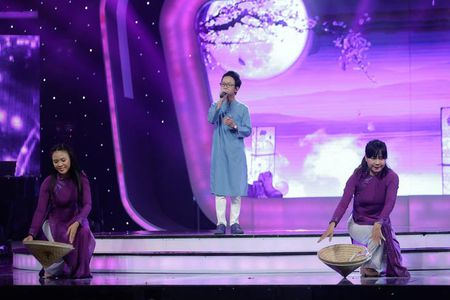 "TV Show: Thi sinh Next Top Model hat nuoc vao mat nhau, co be khiem thi ""quay"" tung san khau - Anh 9"