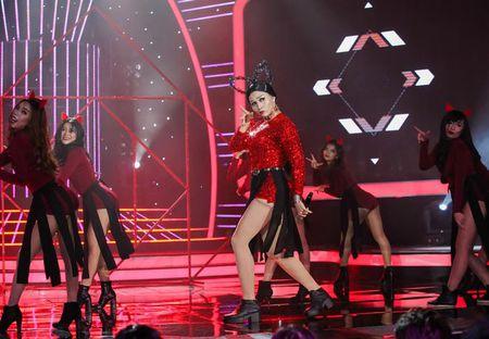 "TV Show: Thi sinh Next Top Model hat nuoc vao mat nhau, co be khiem thi ""quay"" tung san khau - Anh 10"
