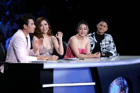 "TV Show: Thi sinh Next Top Model hat nuoc vao mat nhau, co be khiem thi ""quay"" tung san khau - Anh 7"