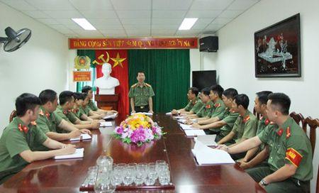 Trinh sat an ninh ke chuyen pha an dua nguoi sang nuoc ngoai lao dong trai phep - Anh 1