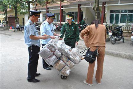 Lang Son: Xu ly 2.354 vu buon lau, gian lan thuong mai - Anh 1