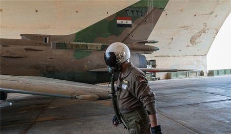 Tiem kich Syria doi bom danh sap trung tam chi huy cua IS o Deir Ezzur - Anh 1