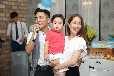Khanh Thi - Phan Hien mo tiec mung con trai tron 2 tuoi - Anh 3