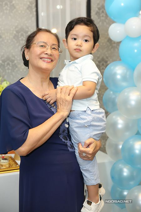 Khanh Thi - Phan Hien mo tiec mung con trai tron 2 tuoi - Anh 5