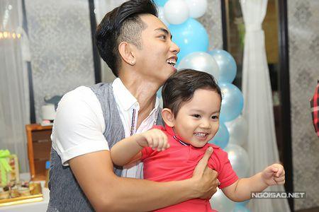 Khanh Thi - Phan Hien mo tiec mung con trai tron 2 tuoi - Anh 8