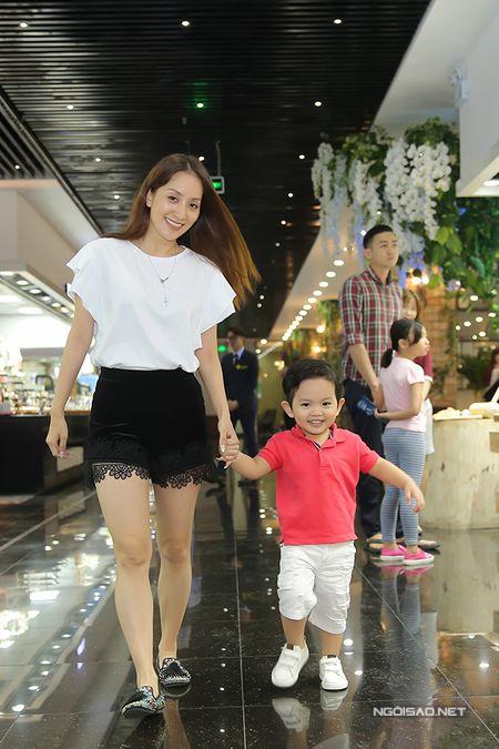 Khanh Thi - Phan Hien mo tiec mung con trai tron 2 tuoi - Anh 9