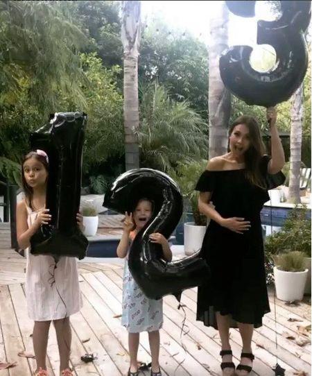 Jessica Alba bat ngo chia se mang bau lan thu ba - Anh 1
