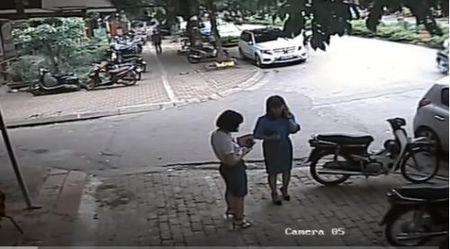 Pho chu tich Thanh Xuan bao cao gi vu 'do xe di an bun'? - Anh 1