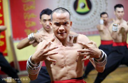 Ben trong vo duong cua Nam Huynh Dao - Anh 3