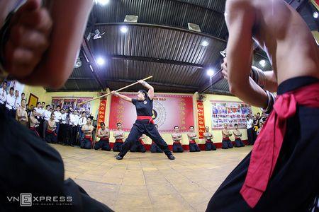 Ben trong vo duong cua Nam Huynh Dao - Anh 4
